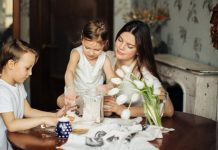 Home with the kids? 5 tips to reduce the stresses of confinement